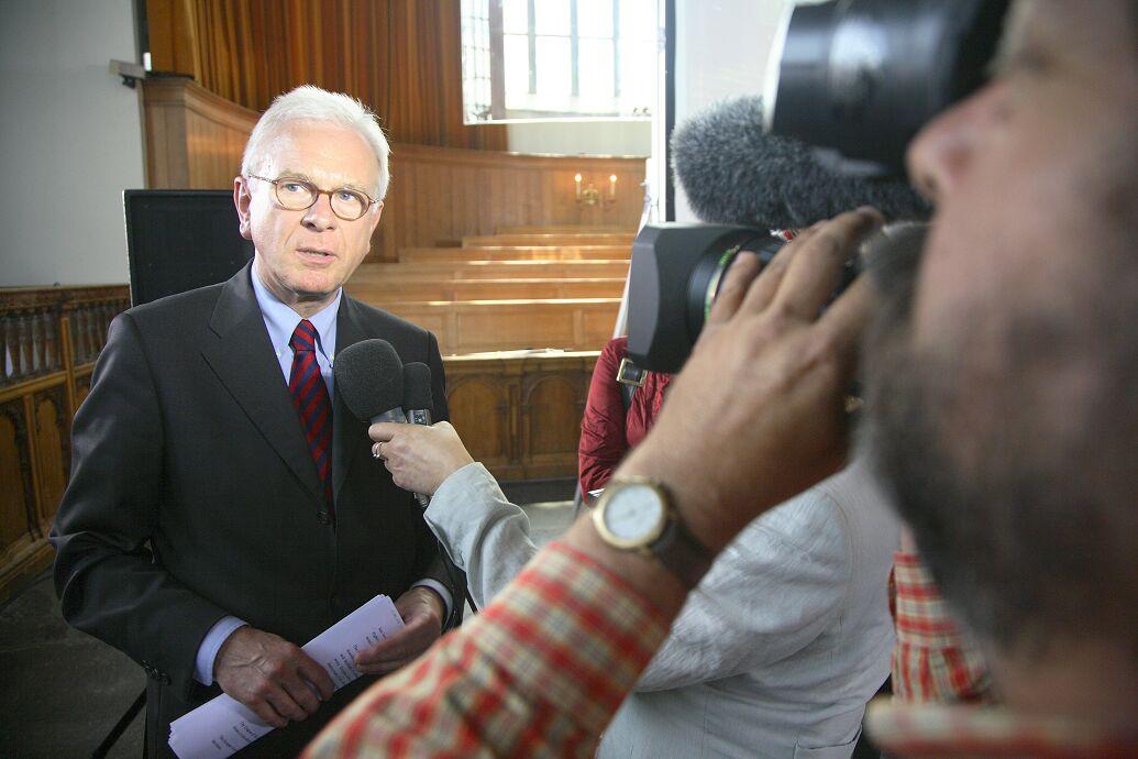 Portretfotografie EU diplomaat tijdens interview