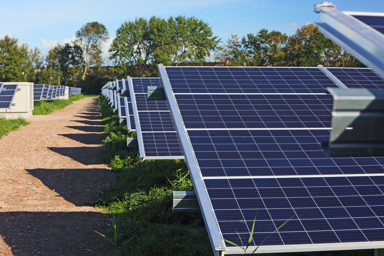 zonnepanelen installatie fotografie