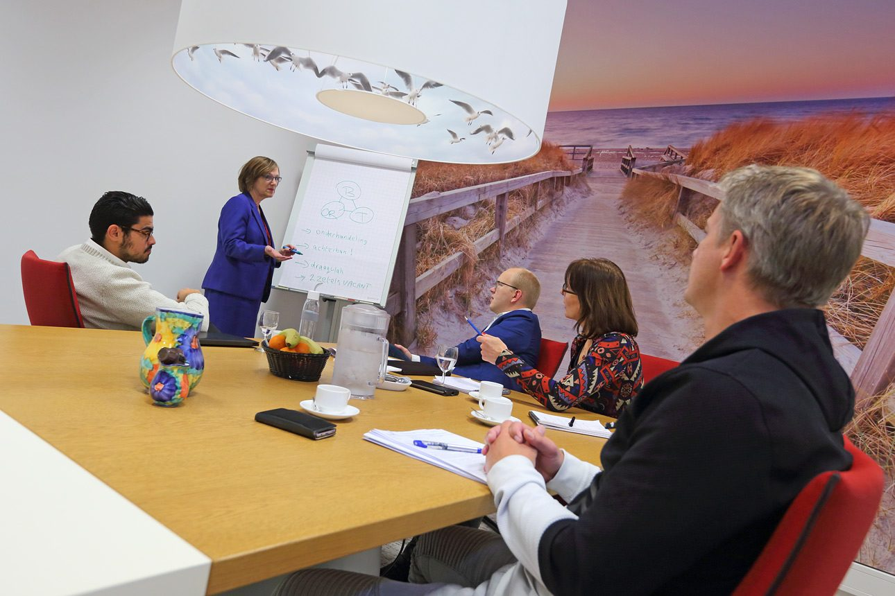 Foto´s tijdens een vergadering, overleg op kantoor