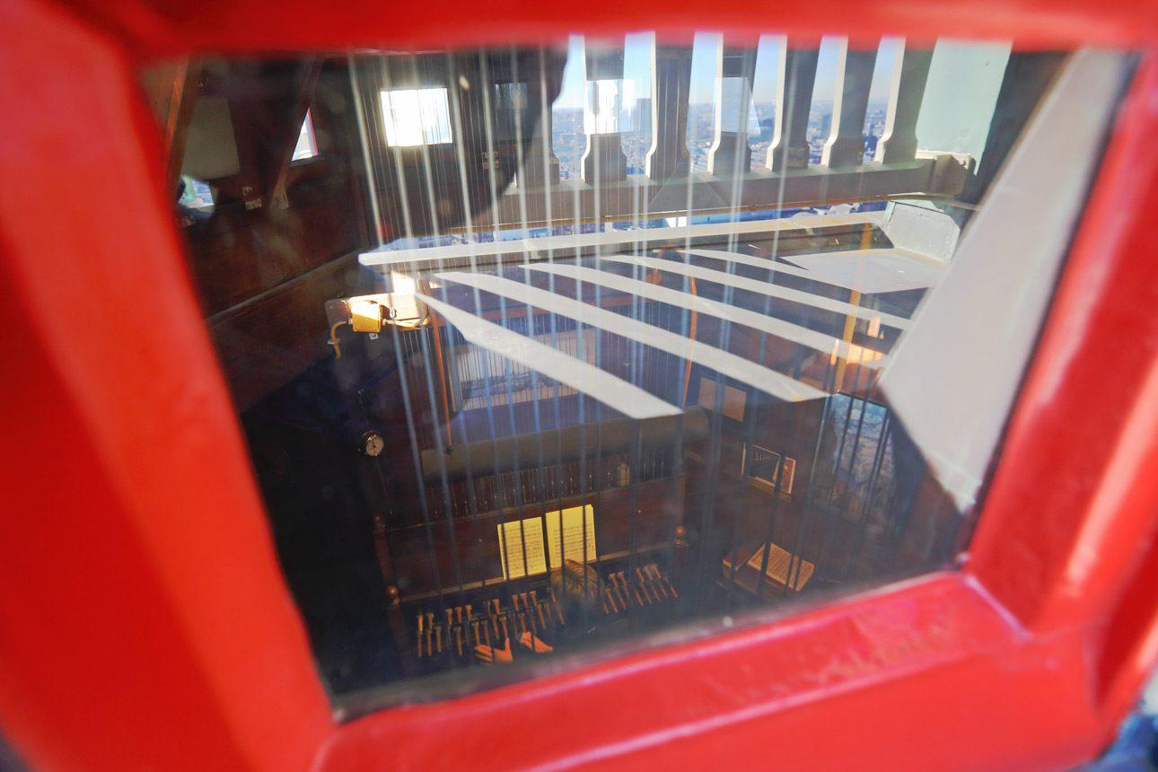 reportagefotografie van de klokken en de stadsbeiaardier van Den Haag