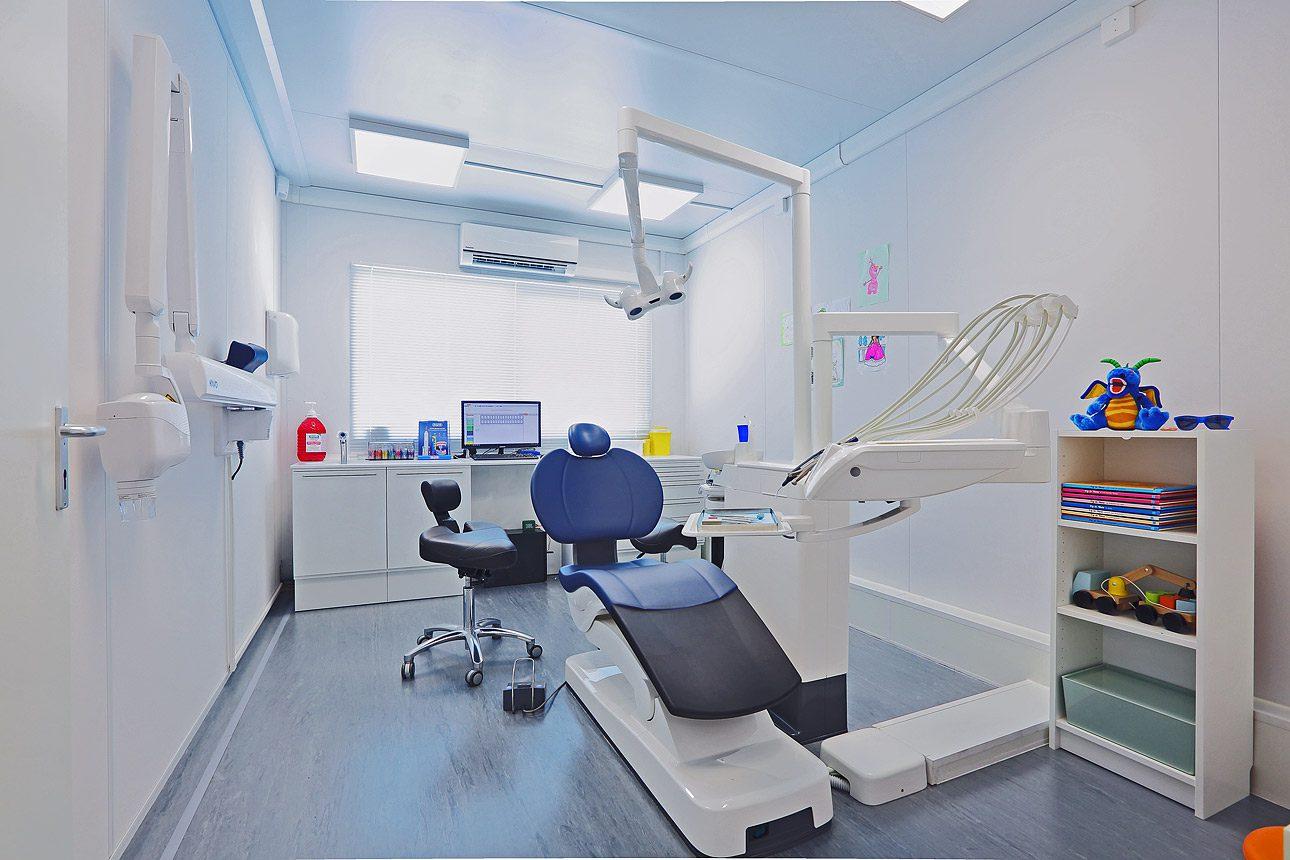 Interieurfotografie van een tijdelijke tandartspraktijk