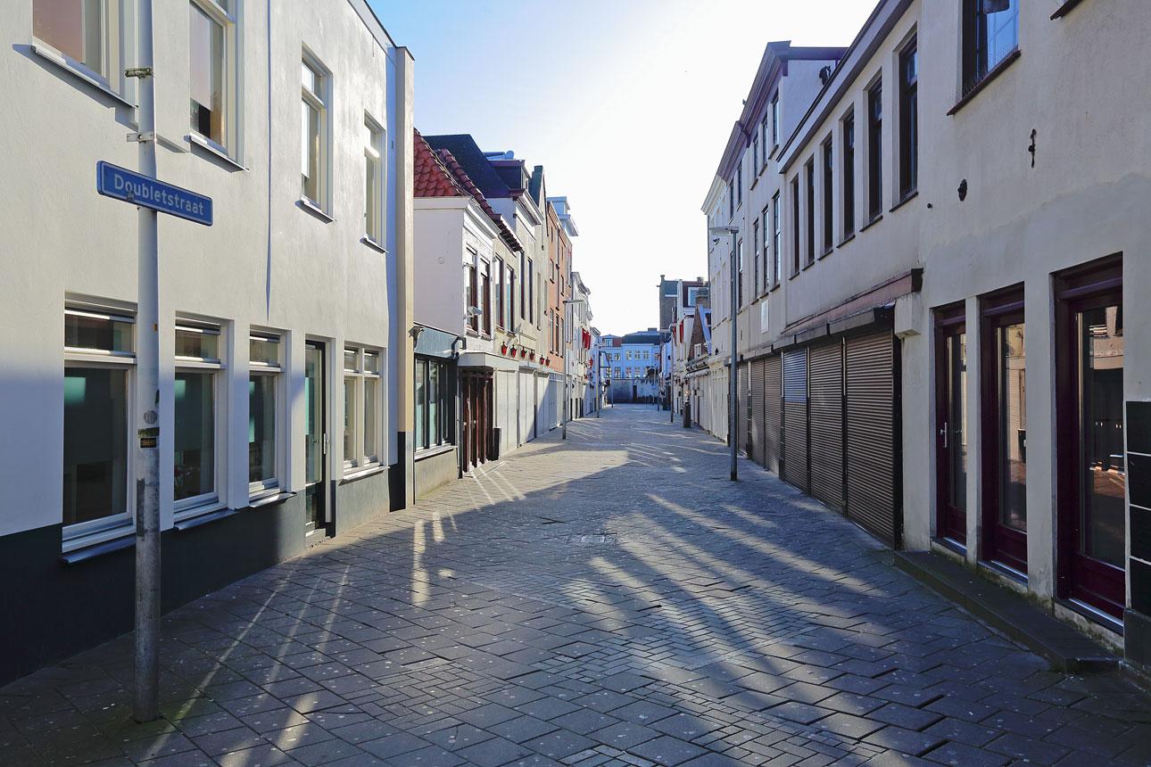 vrij werk van fotograaf Den Haag; een lege Doubletstraat