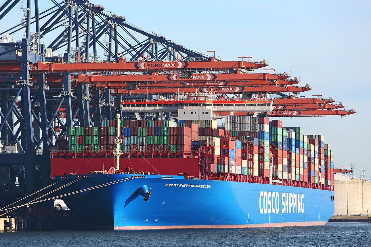 containerschip Rotterdam haven Maasvlakte