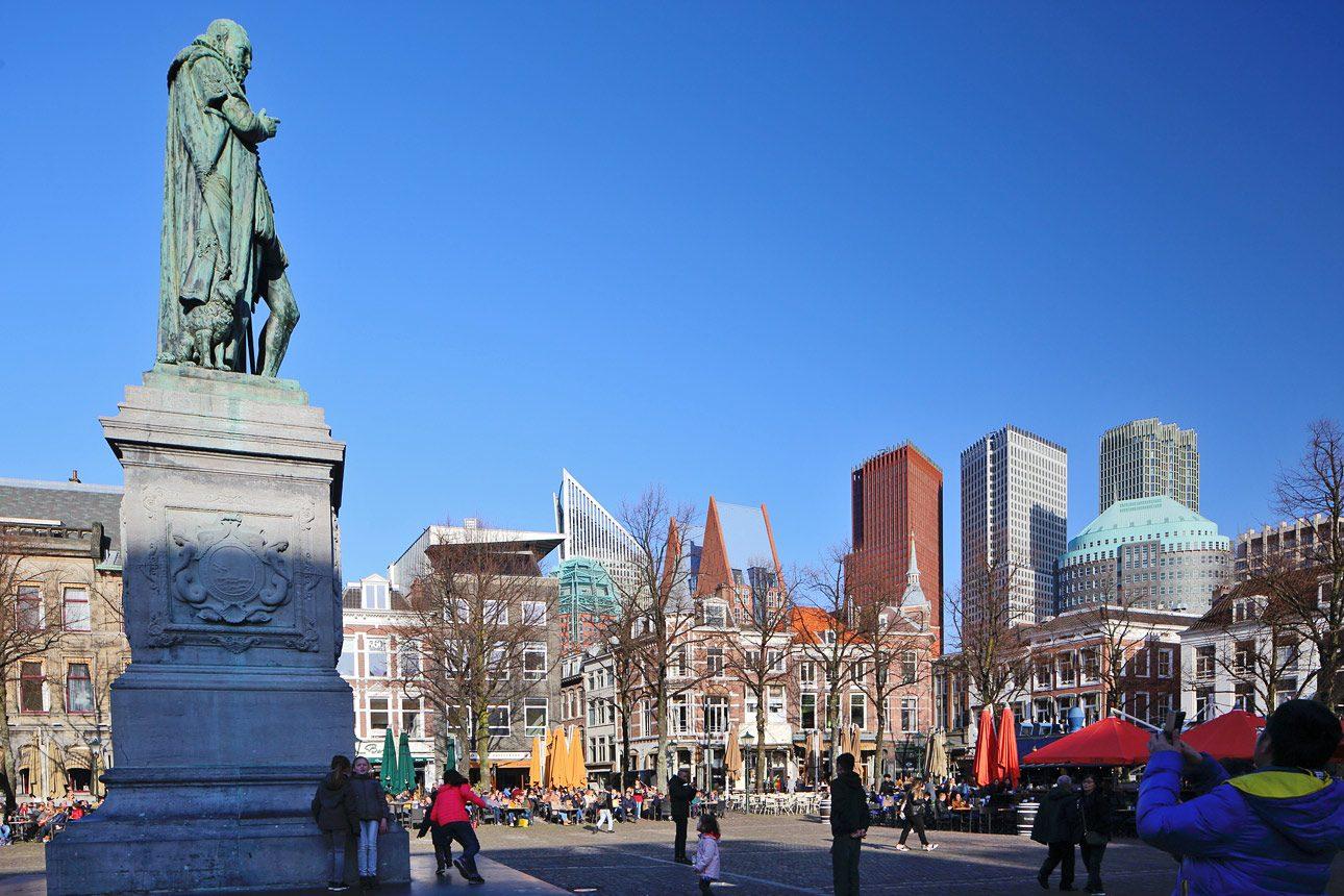 straatfotografie van het Plein in het centrum van Den Haag